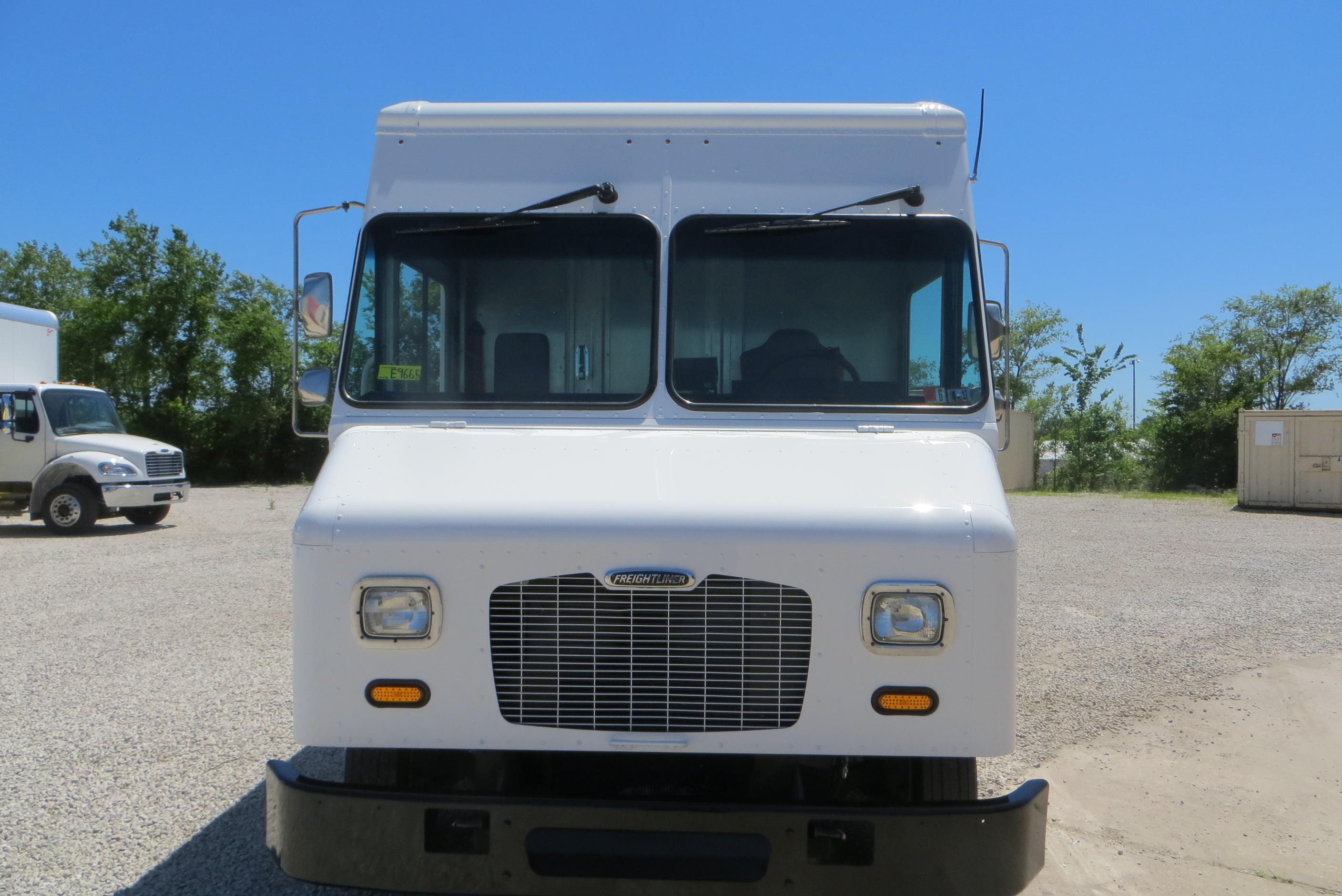 large image of 2011 Freightliner Step Van-P1000 – MAGY0918