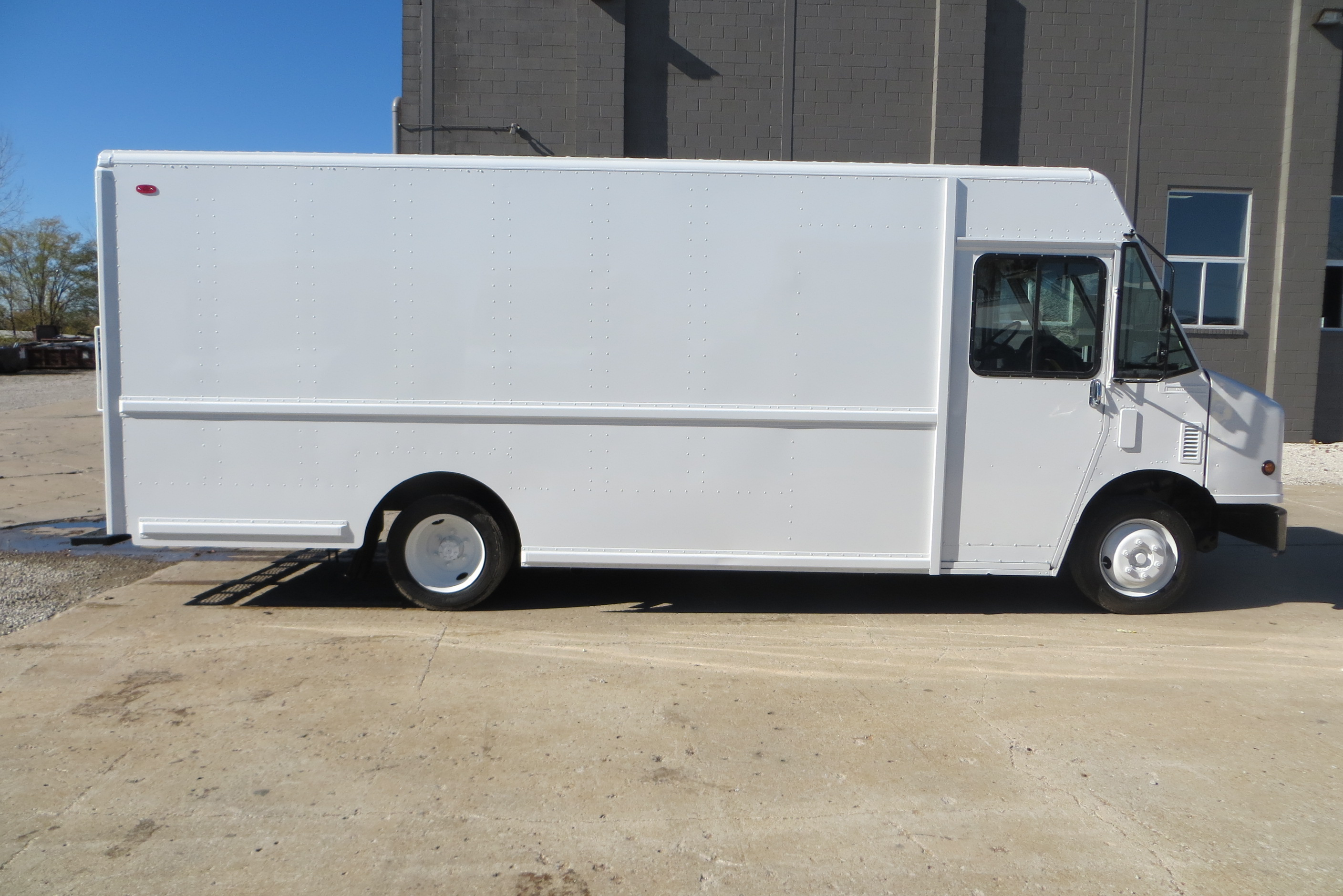 large image of 2003 Freightliner Step Van – P1000