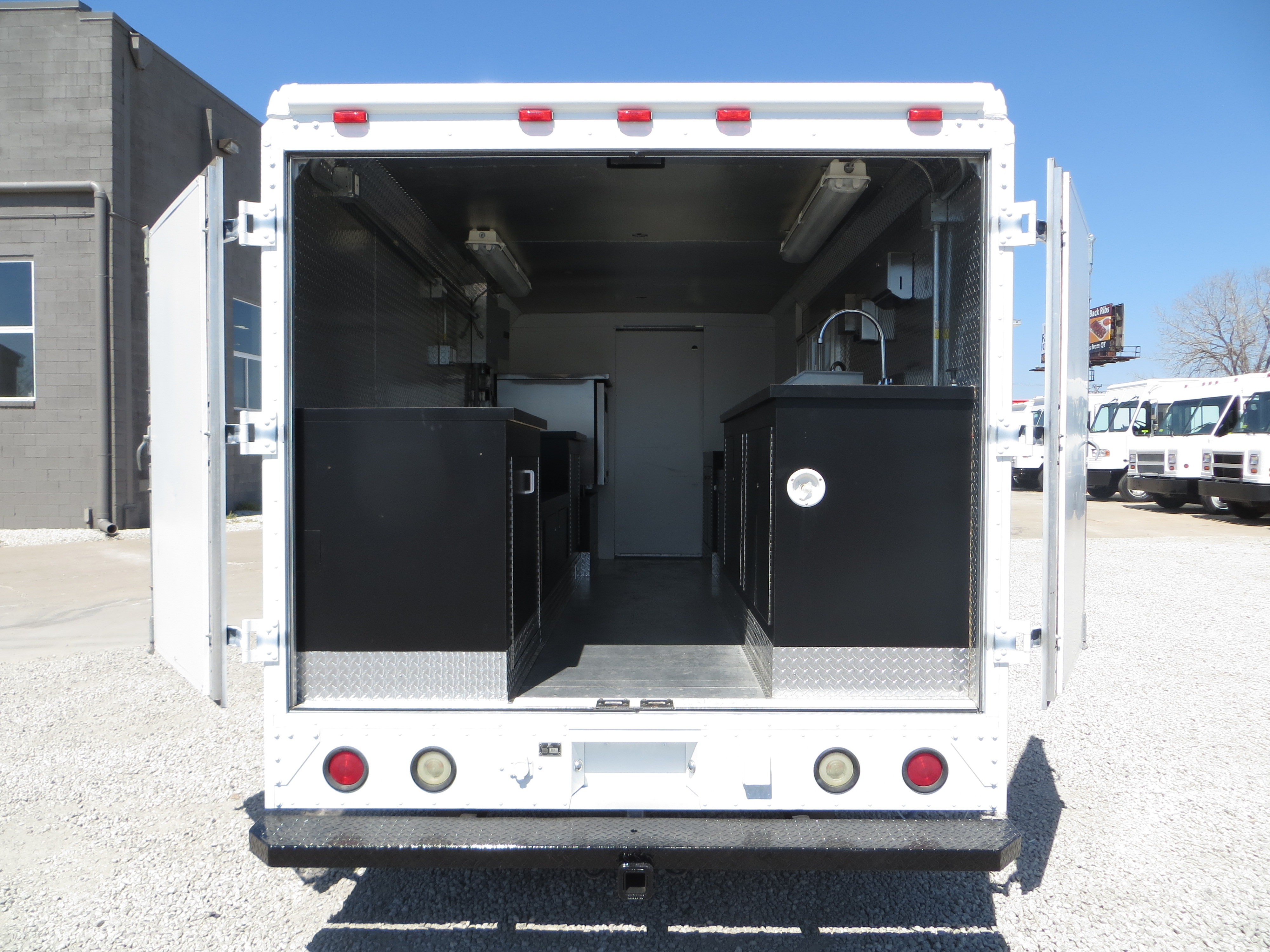large image of 2003 Ford E450 Step Van Food Truck – MAG38772