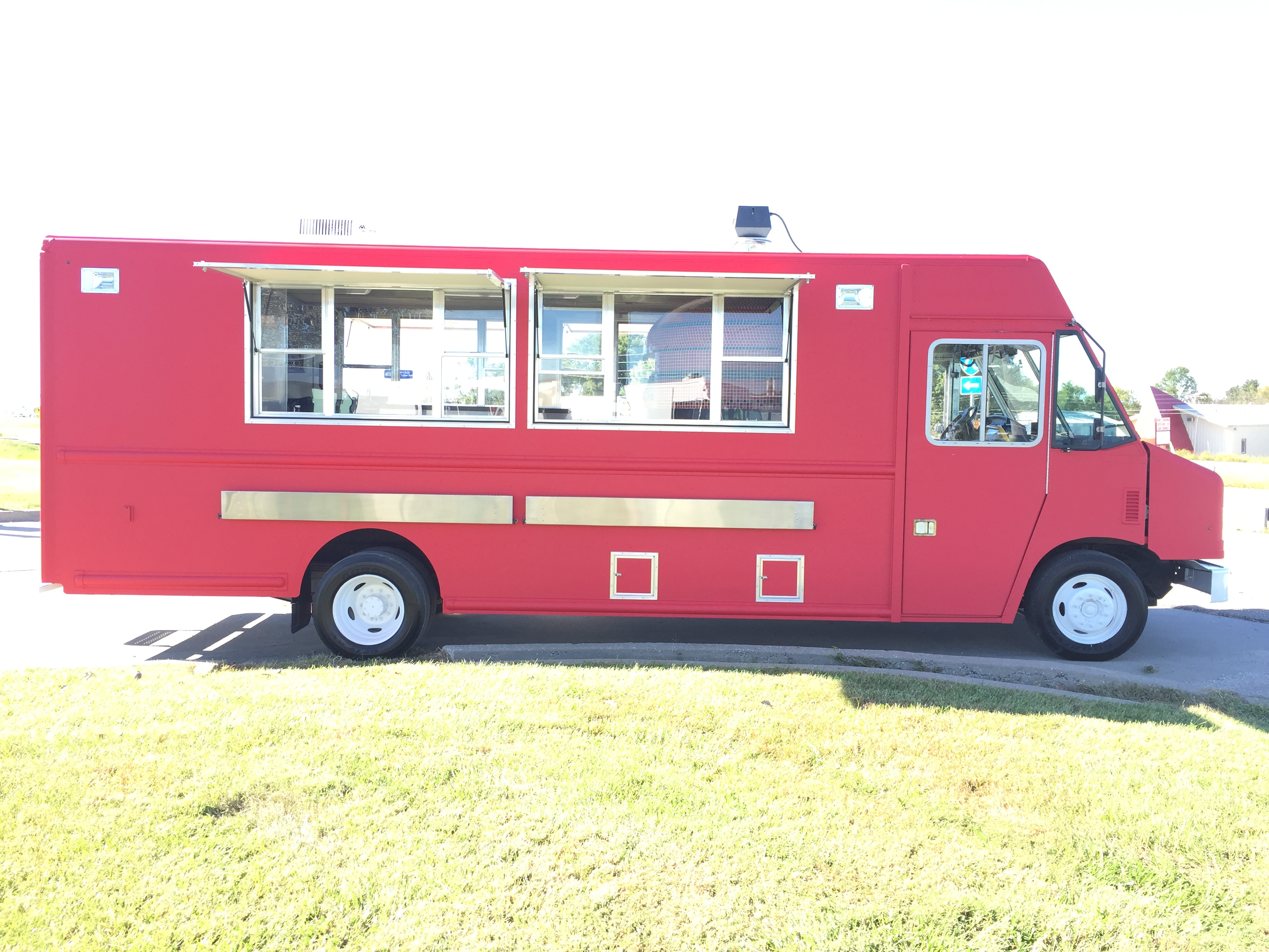 large image of 2016 Ford Brick Oven Pizza Truck