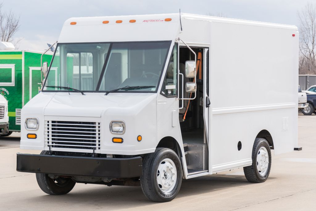 large image of 2002 12-ft Freightliner Step Van P500