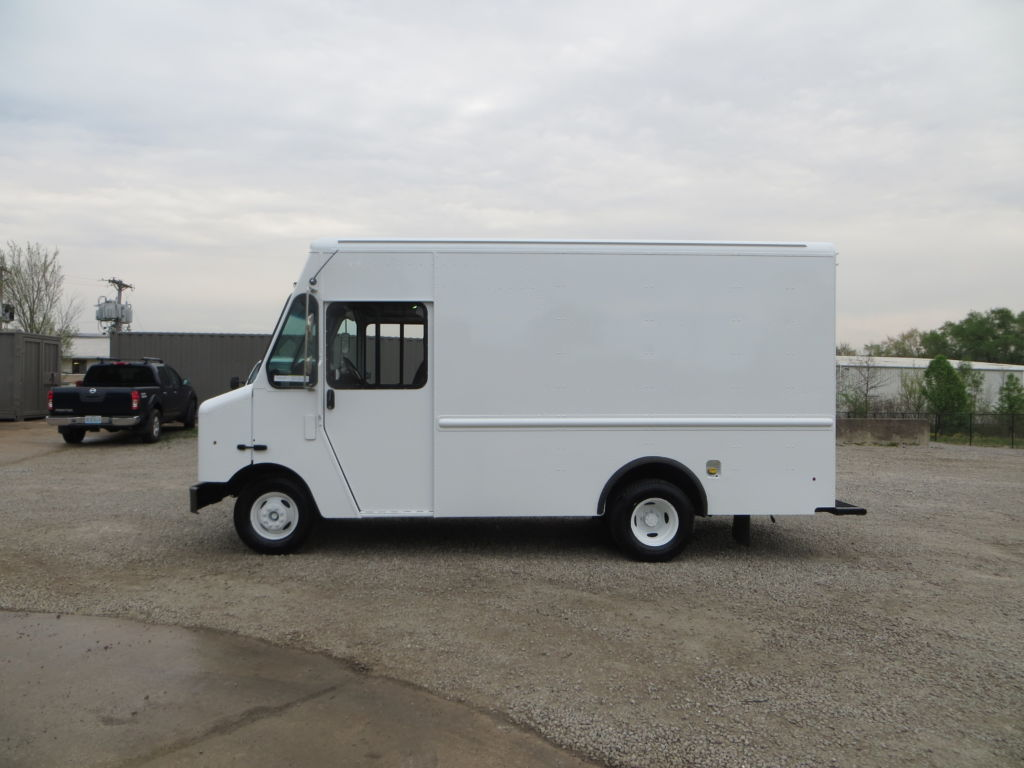 large image of 2013 12-ft Ford Step Van P500