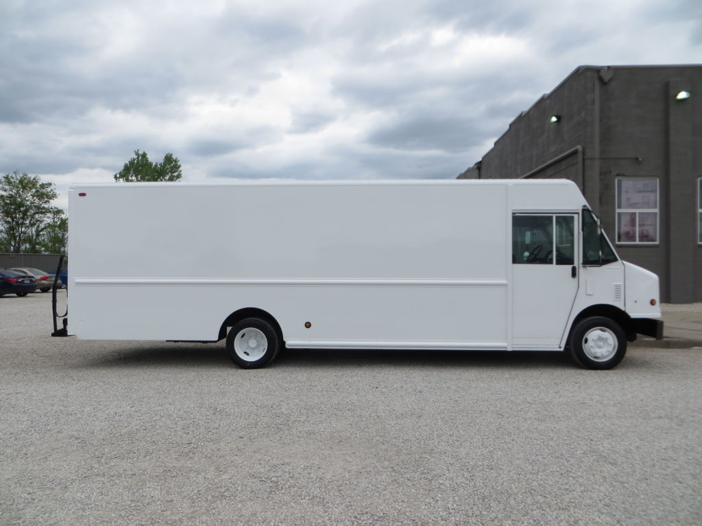 large image of 2006 Freightliner 22-ft Step Van P1200