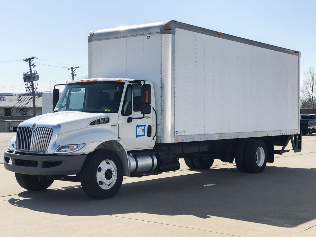 large image of 2009 International 24-ft Box Truck 4300