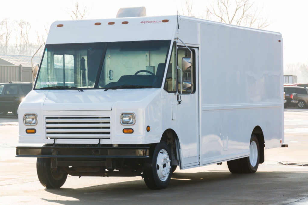 large image of 2006 Freightliner 16-ft Step Van P900 MT45