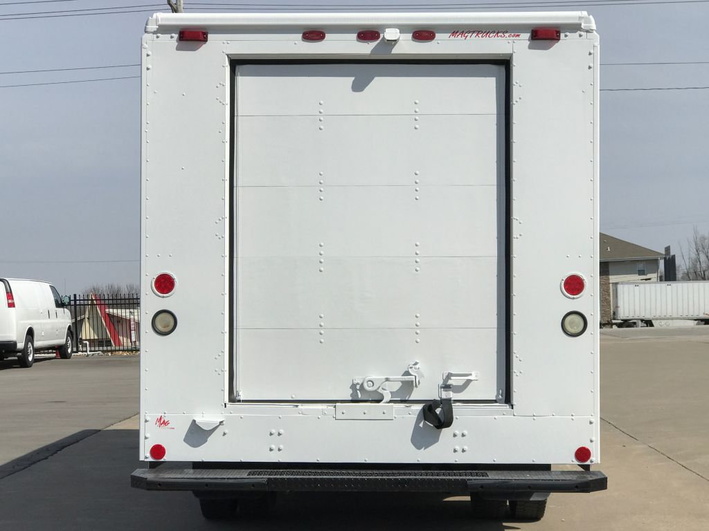 large image of 16-ft. Freightliner 2013 Step Van P900