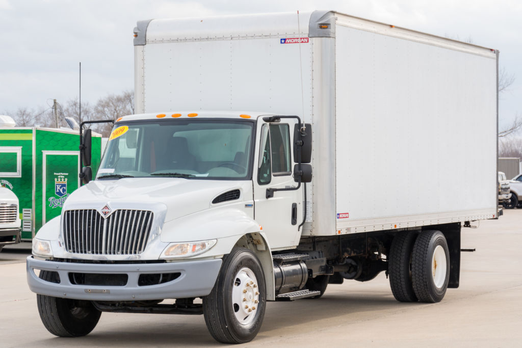 large image of 2009 International 4000 22-ft Box Truck