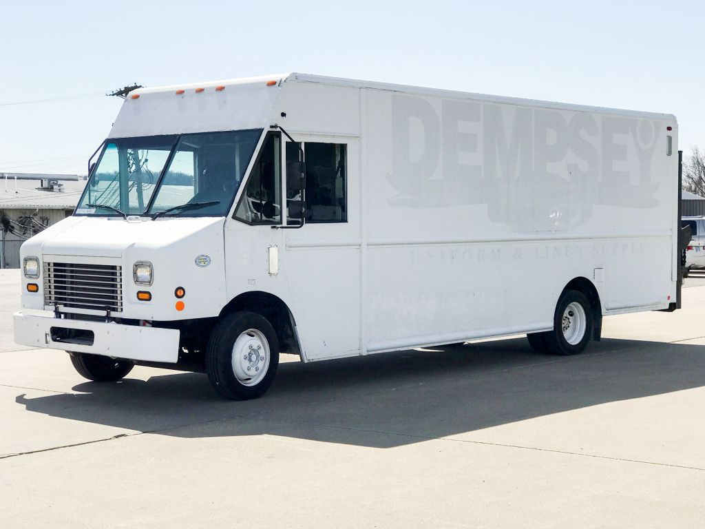 large image of 2009 Freightliner 20-ft Step Van P1100