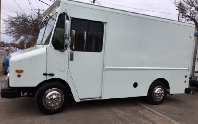 large image of 12-ft 2002 Freightliner MT45 P500 Step Van
