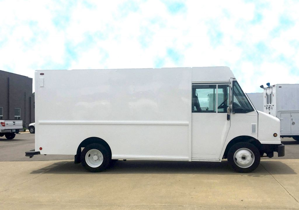 large image of 14-ft 2010 Freightliner Step Van P700