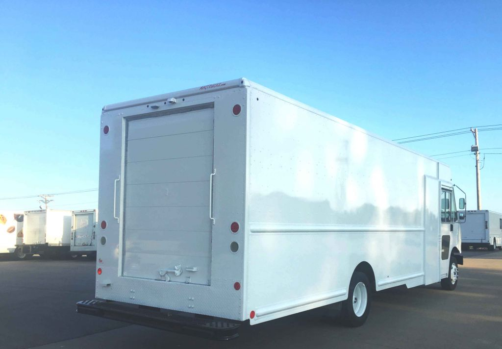 large image of 19-ft 2011 Workhorse Step Van