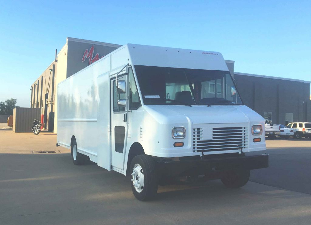 large image of 22-ft Workhorse Step Van P1200