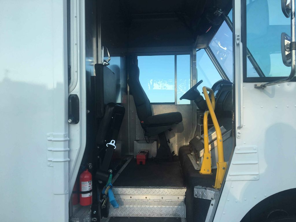 large image of 20-ft 2010 Workhorse Step Van P1100